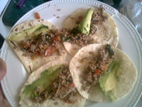 #ConAlmaDeGordo Unos tacos de carne molida con chile poblano (pueden usar pimientos verdes), tomate y cebolla. Los acompa de...