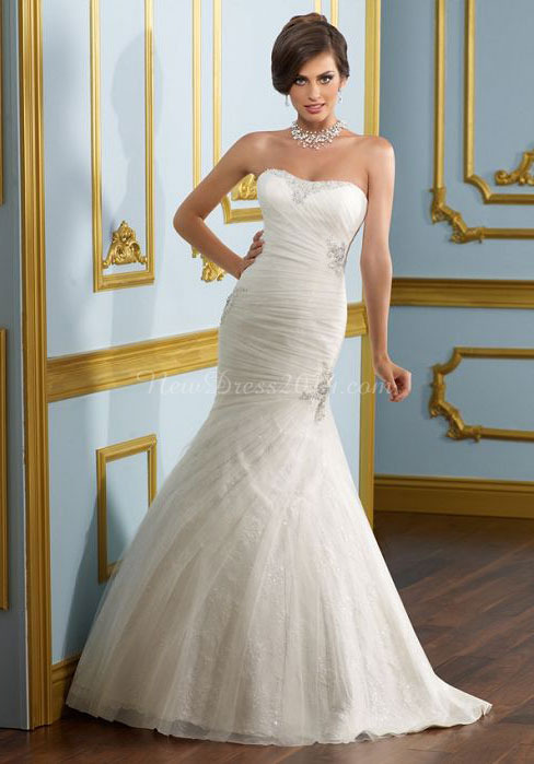 http://www.newdress2014.com/strapless-court-train-applique-natural-waist-lace-crystals-wedding-dress-p-2285.html
